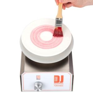 DJ Decor Food (snurrplatta) är en automatiskt snurrande platta för att lätt kunna dekorera tallrikar, kakor, tårtor, brickor, glas