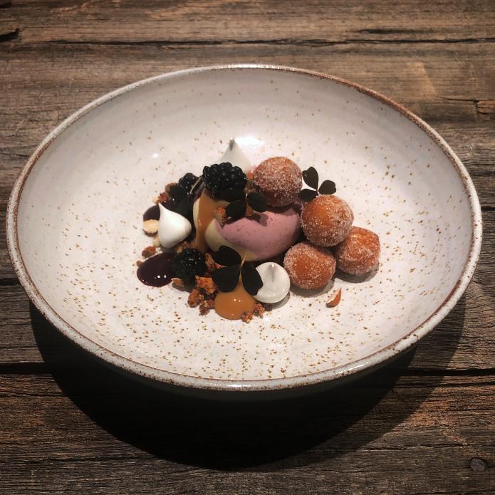 Nyårsdessert 2018: Björnbär, vit choklad och mandel
