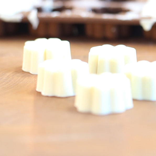 Färdiga Praliner: Vit choklad- och pistagepraliner