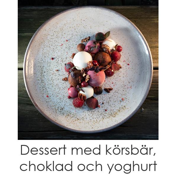 Dessert med körsbär, choklad och yoghurt