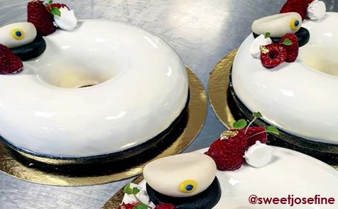 Sweetjosefine från instagram bjuder på tårta gjord som studentmössa av silikonformen kit lady queen