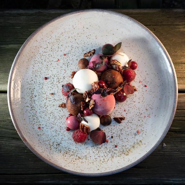 Nyårsdessert 2020 med Körsbär, choklad, hallon och yoghurt