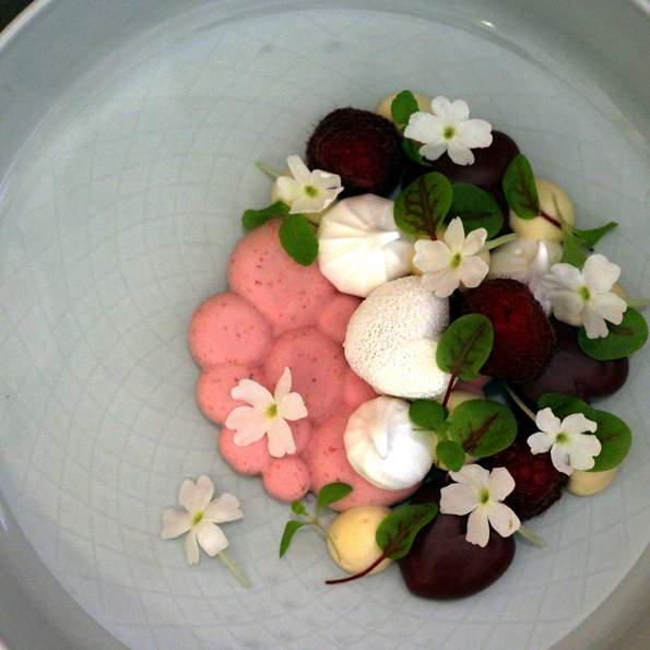 Alla hjärtans dag dessert valentine´s day dessert 2020 hallon raspberry vit choklad hallonmousse raspberry mousse soders gourmet johan heibert gastronomi Alla hjärtansdagsdessert uppifrån