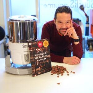 """Gustaf Mabrouk – From Bean To Bar Starter Kit - Chokladmakarens handbok - fermenterade och torkade kakaobönor - Melangeur – Conch är en """"Twin Stone Wet Grinder"""""""