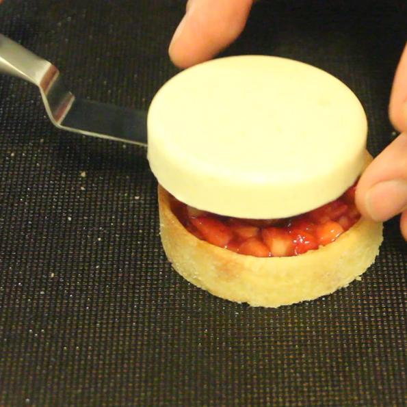 Jordgubbs- och vaniljtartelette -recept från - Söders gourmet - Johan Heibert Gastronomi gjutning på